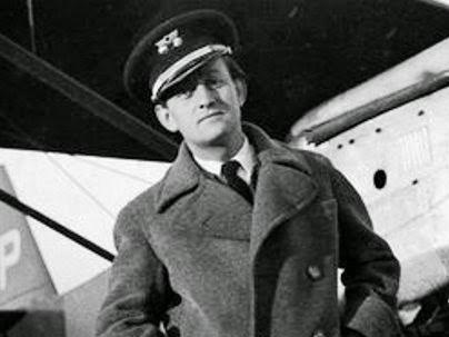 André Malraux en la Guerra Civil con el uniforme de aviador