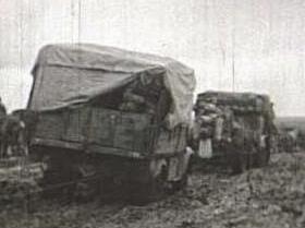 Dos camiones del Regimiento de Transmisiones