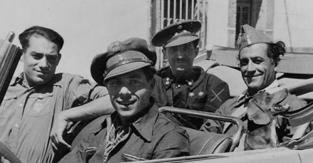 Orad de la Torre en un coche durante la Guerra Civil